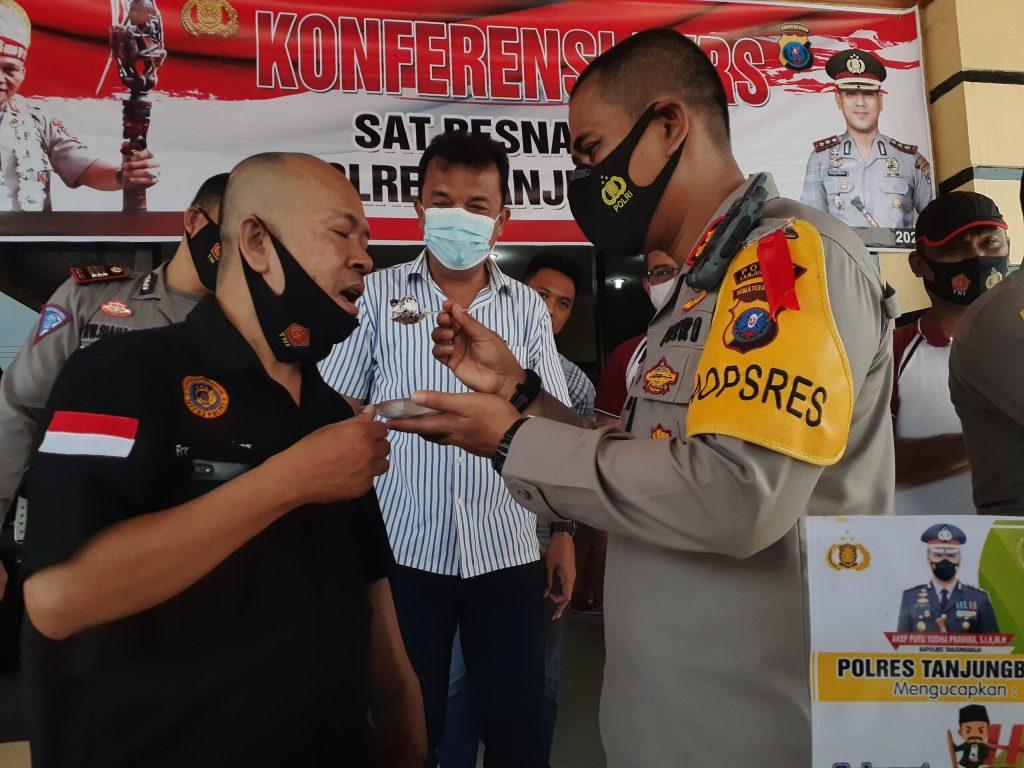 HPN 2021 : Kapolres Tanjungbalai Hadiahi Nasi Tumpeng Untuk Wartawan
