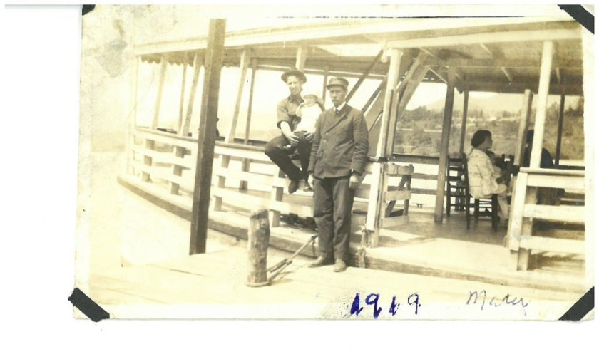 John Thomas Wescott, Albert Read Wescott Jr. with Bucky, Mary W sitting 1920