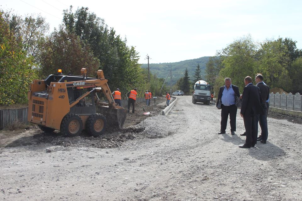 Lucrări de reparație a drumului în satul Hîrtop