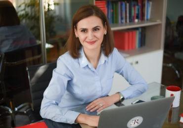 avocata Sabina Cerbu, la un Birou Asociat de Avocați de la Chișinău, vorbind despre cazurile de malpraxis (poză din arhiva personală)