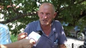 Constantin Țațu, pensionar, locuitor al satului Chioselia, raionul Cantemir, se deplasează la Chișinău ori de câte ori are probleme de sănătate (12 august, 2017, editare poză: Igor Rotari)