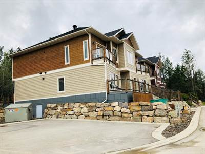 Townhome For Sale in Pineridge Mountain Resort Invermere