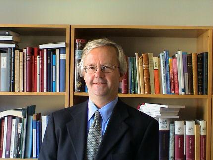Professori Olli Mäenpää