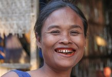 Woman chewing Pan tobacco cancer