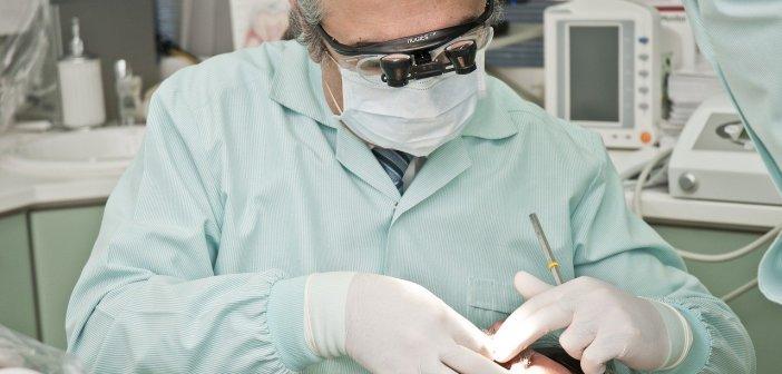 Compania elvețiană de implanturi dentare Straumann preia un distribuitor local