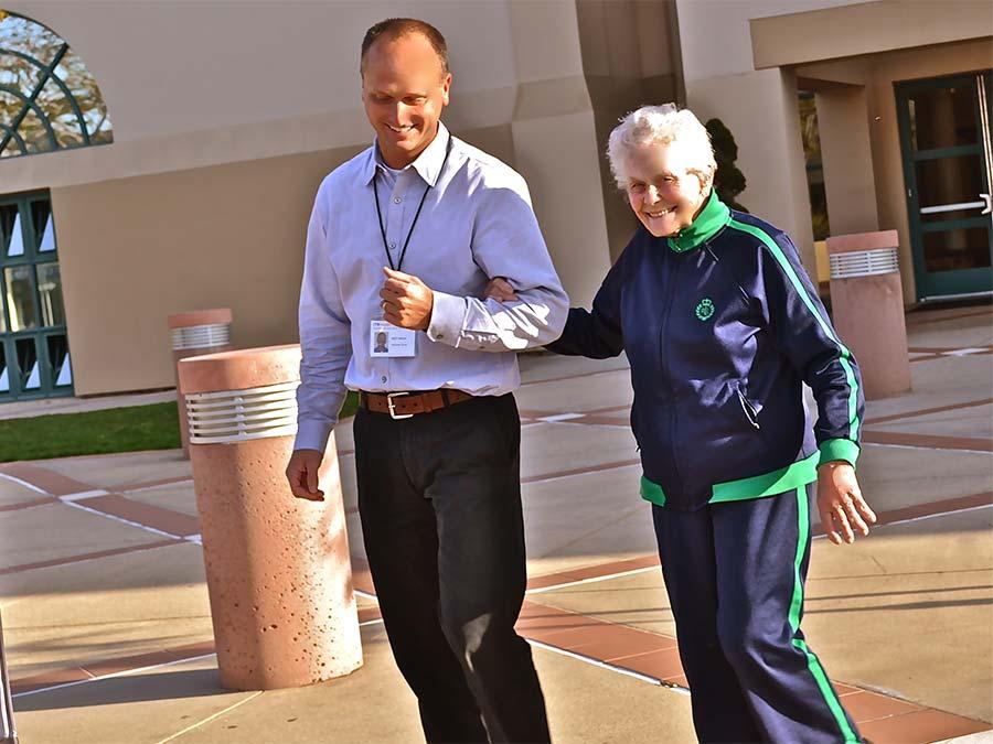 прогулки, еда, пожилые люди, постпрандиальная гипотензия