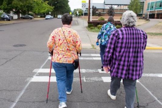 активность головного мозга, пожилые люди, падение,