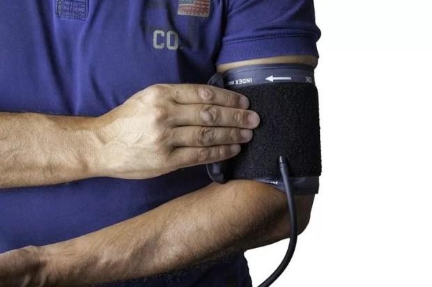 снижение артериального давления, слабоумие, деменция