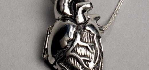 anatomical heart necklace (2)
