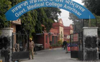 Amritsar : 4 junior residents of Gynaecology leave the medical college midway.