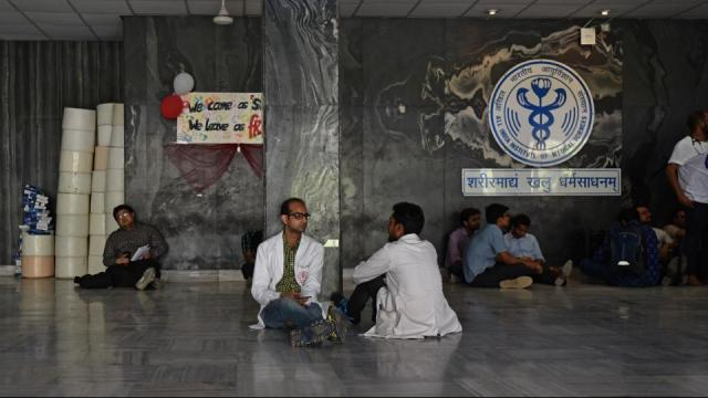 AIIMS RDA Calls off the Strike after accused Senior replaced