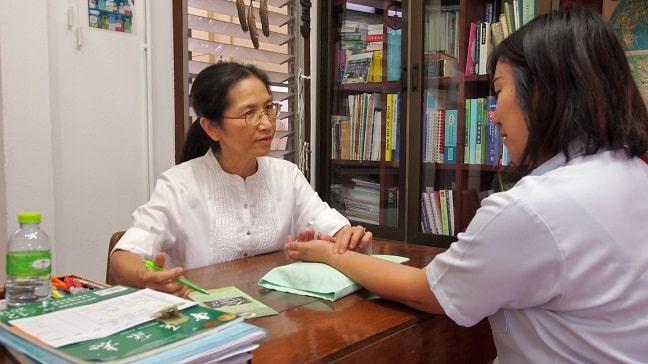 Dr.Rungrat analyzing pulse at Mungkala Clinic Chiang Mai