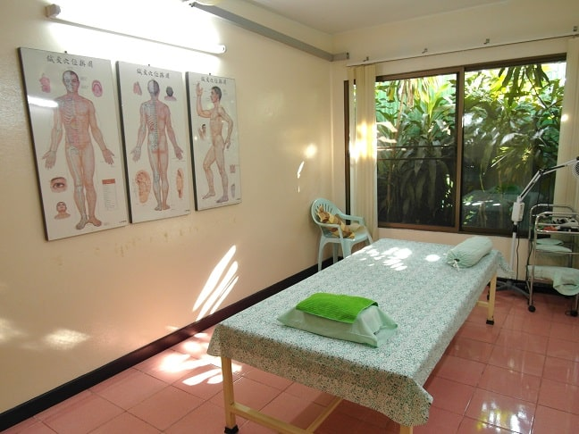 Acupuncture treatment room in Mungkala Clinic Chiang Mai