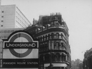 sign in front of a old styled buildings that says 'UNDERGROUND' and underneath says 'MANSION HOUSE STATION'
