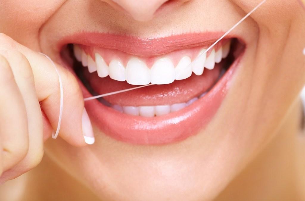 ¿Existe evidencia sobre las ventajas de usar hilo dental?