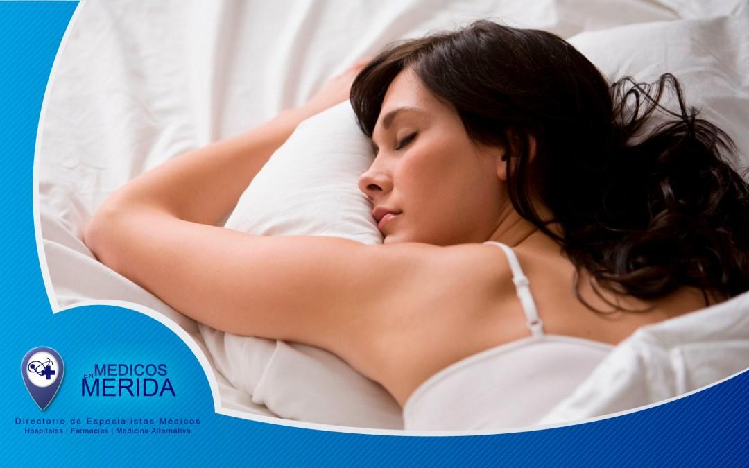 Dormir lo suficiente te puede ayudar a bajar de peso