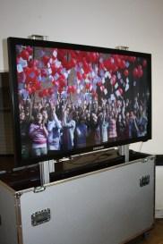 Dieser riesige Touchscreen-Fernseher eignet sich hervorragend zur Präsentation von Inhalten im Klassenzimmer, vor allem weil das Bild viel heller als bei einem Beamer ist.