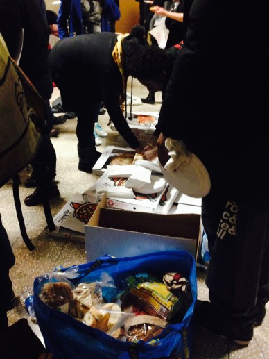 The Chicago Teachers Union sent over pizzas to the demonstrators. / megan k. rauch / MEDILL