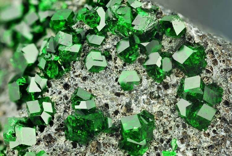 Qué son las piedras preciosas, qué tipos hay y cómo limpiarlas
