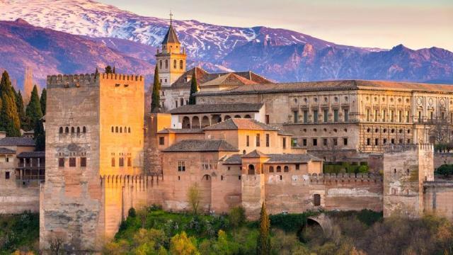 如何在西班牙阿罕布拉购买门票和旅游