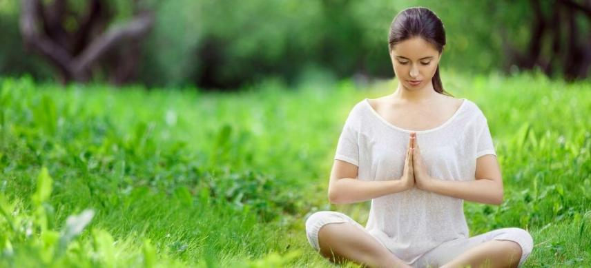 what is meditatio good for woman meditating outdoor