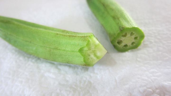 How to cut okra? Cut the top in a conic shape without exposing the inner seeds.