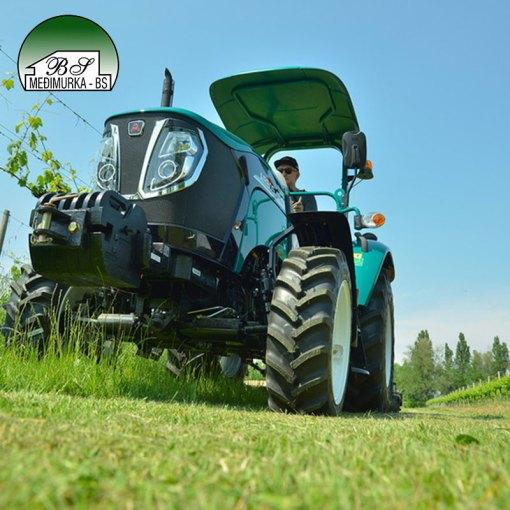 Traktor ARBOS 3055