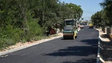 Photo of Na dijelu dionice regionalne ceste R425a od Miletine do Atlasa postavlja se prvi asfaltni sloj
