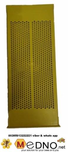 podnica za košnicu,pčele. Dimenzija za langsrooth ili Dadanblat 10 okvirnu košnicu . Sa sakupljačem za pelud,češljem i poletaljkom *hive floor, for bees. Dimension for langsrooth or Dadanblat 10 frame hive. With pollen collector, entrance shutter and pvc take-off