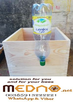 Bottle feeder, green, for the fruiting body, between the litters