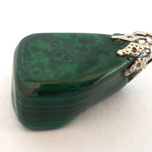 Malachite-crystal-pendant-healing-1