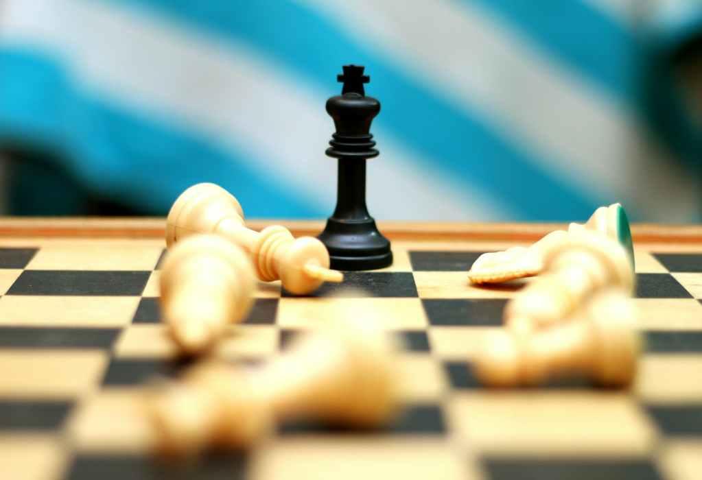 king chess piece