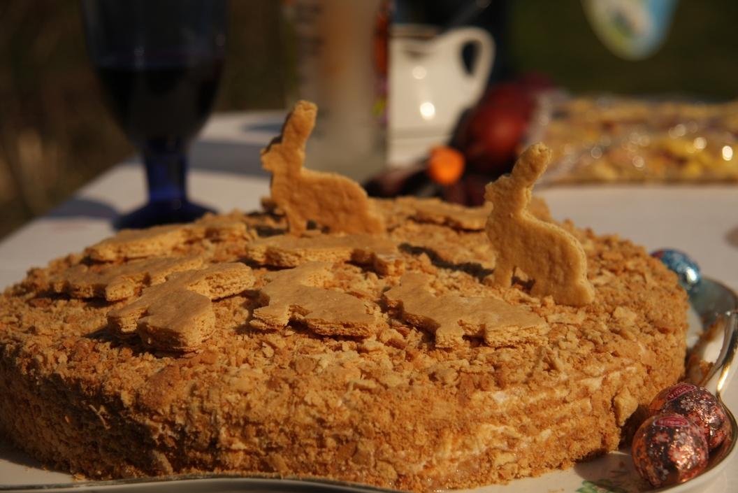 Medus kūka (ar iebiezinātā piena krēmu)