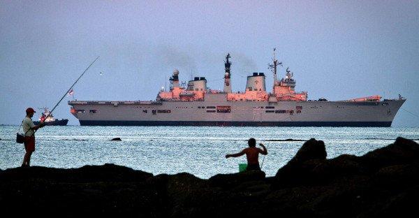 Stredozemné more sa stáva bojovou líniu. Doteraz sem prichádzali vojnové lode, ako napr. britská HMS Illustrious pred španielskou základňou NATO v Rota, len na účely cvičení. (Foto: AP)