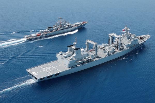 """Manévre """"Spoločné more-2015"""" , zahŕňajúce šesť ruských a tri čínske lode, pozostávali zo štyroch fáz, so zameraním na námornú obranu, doplňovanie zásob a eskortovanie [čínska tlačová agentúra Xinhua]"""