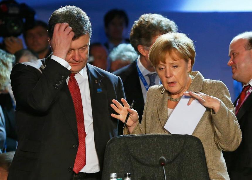 Partnerstva áno, ale nie členstvo v EÚ :. Ukrajinský prezident Porošenko s kancelárkou Angela Merkel (Foto: Reuters)