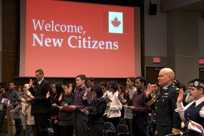 Ceremónia udeľovania občianstva v Kanade, MaRS 2011 Foto: Christie Allen Mirror Mirror fotografie