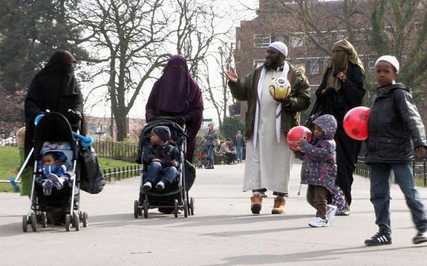 Moslim s viacerymi zenami