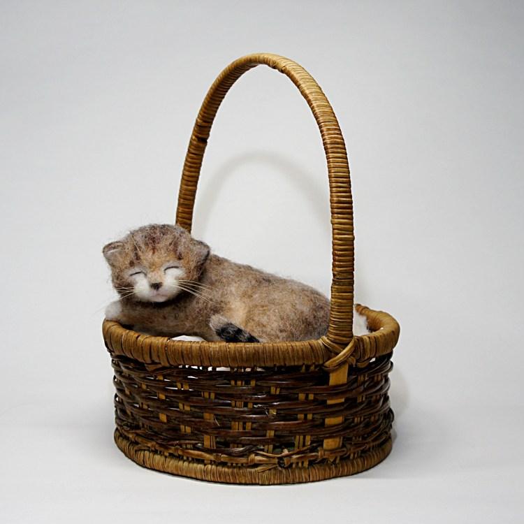 居眠りしている子ネコさん 羊毛フェルト