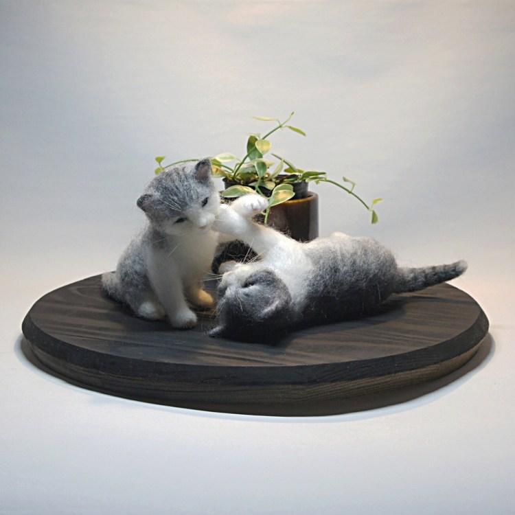 じゃれ合う子ネコ 羊毛フェルトの作品です。