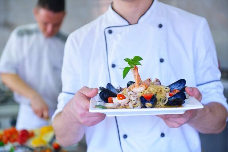 In Kochkursen um die Welt reisen © Dotshock / Shutterstock