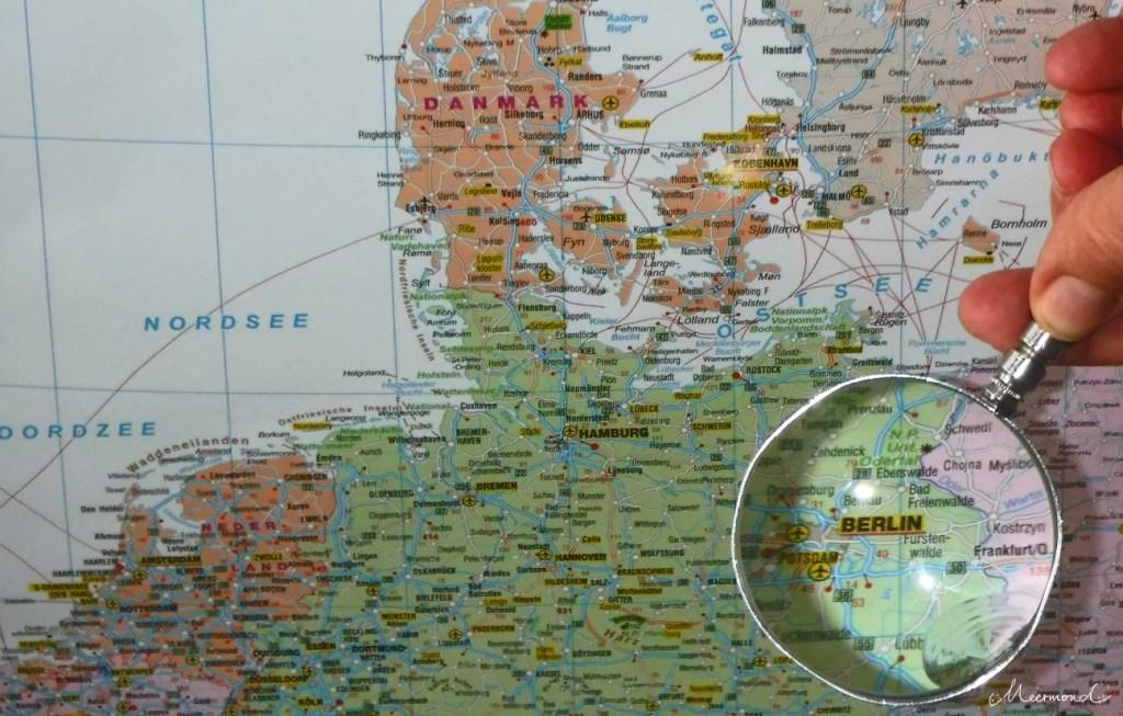 Deutschlandkarte mir Lupe über Berlin