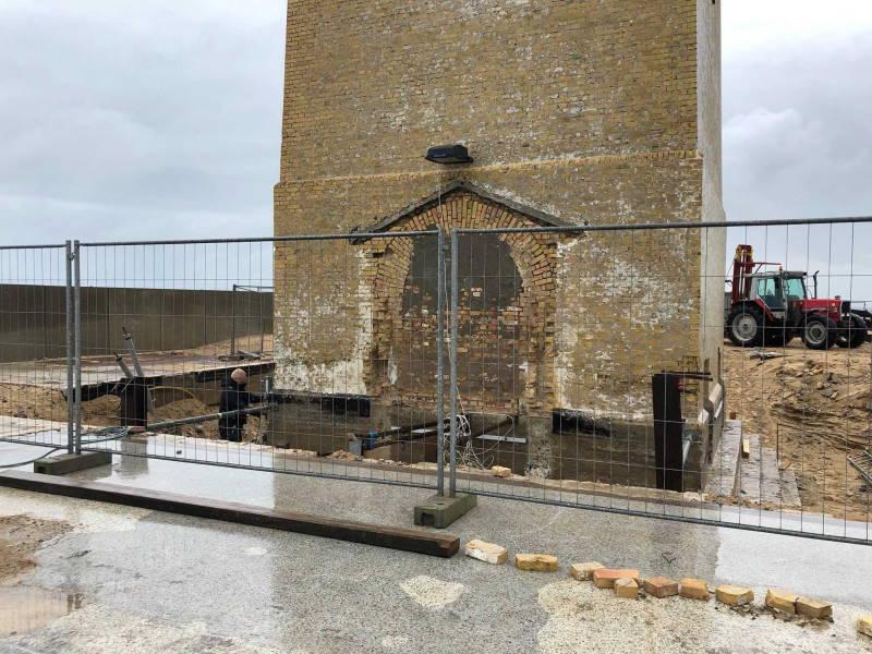 Leuchtturm Rubjerg Knude Fyr - Arbeiten am Fundament bei Regenwetter
