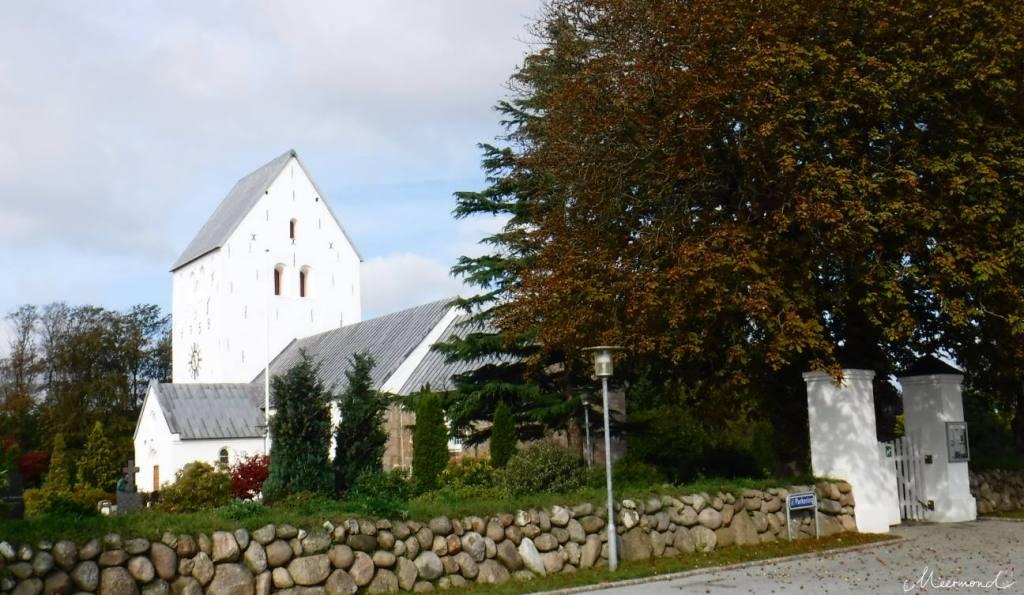 Hellvad Kirke in Klokkerholm