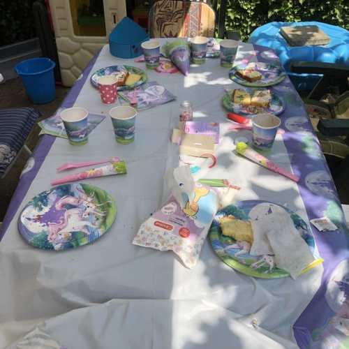 Het eerste verjaardagspartijtje van de vijfjarige