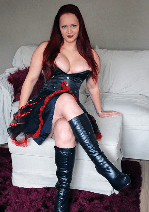 Mrs Victoria DeVil - Biography