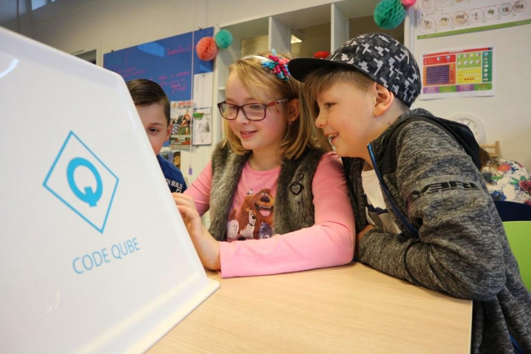 Kinderen programmeren hun eigen website met de Code Qube
