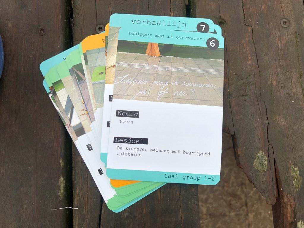 Buitenleskaarten op een tafel