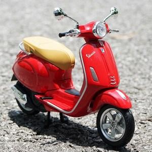 Vespa Primavera 150 紅色電單車【 比例 1:12】
