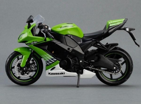 川崎忍者 ZX-10R 綠色電單車